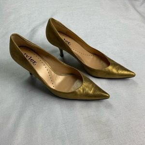 Richard Tyler Size 8.5 Shimmy Gold Heels